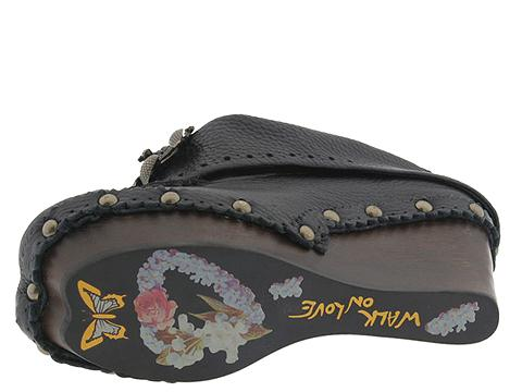 Irregular Choice Low Cloggle (Black Tumble Leather) - Pumps :  charm unique embellishment slouchy