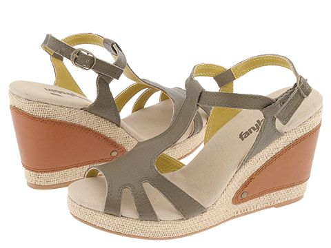 Faryl Robin June Bug (Military) - Women's from zappos.com