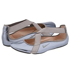 Le Titia by Nike at Zeta Zappos :  nike metallic accessories shoes