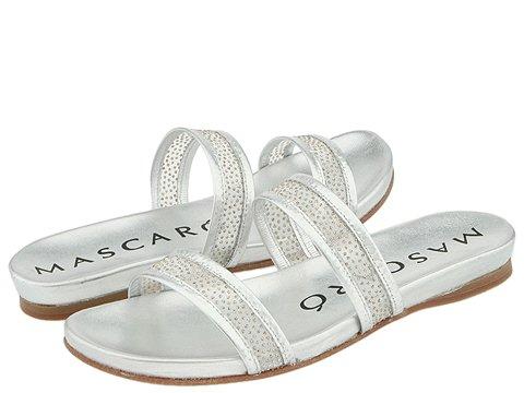 Fascinantes sandalias con brillo plateado: Jaime Mascaró
