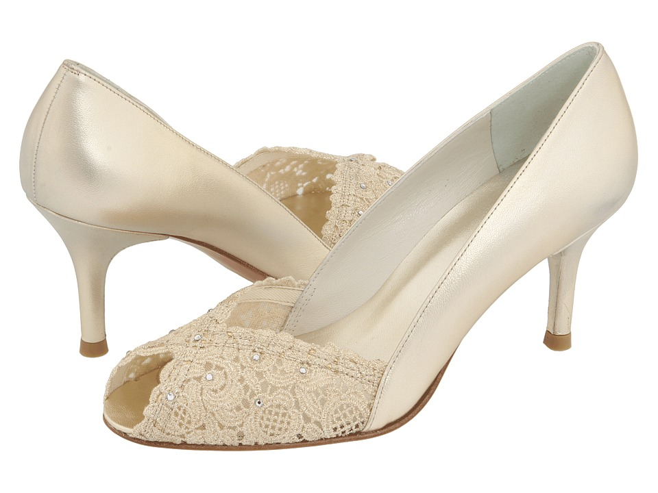 Narrow wedding shoes | Offbeat Bride