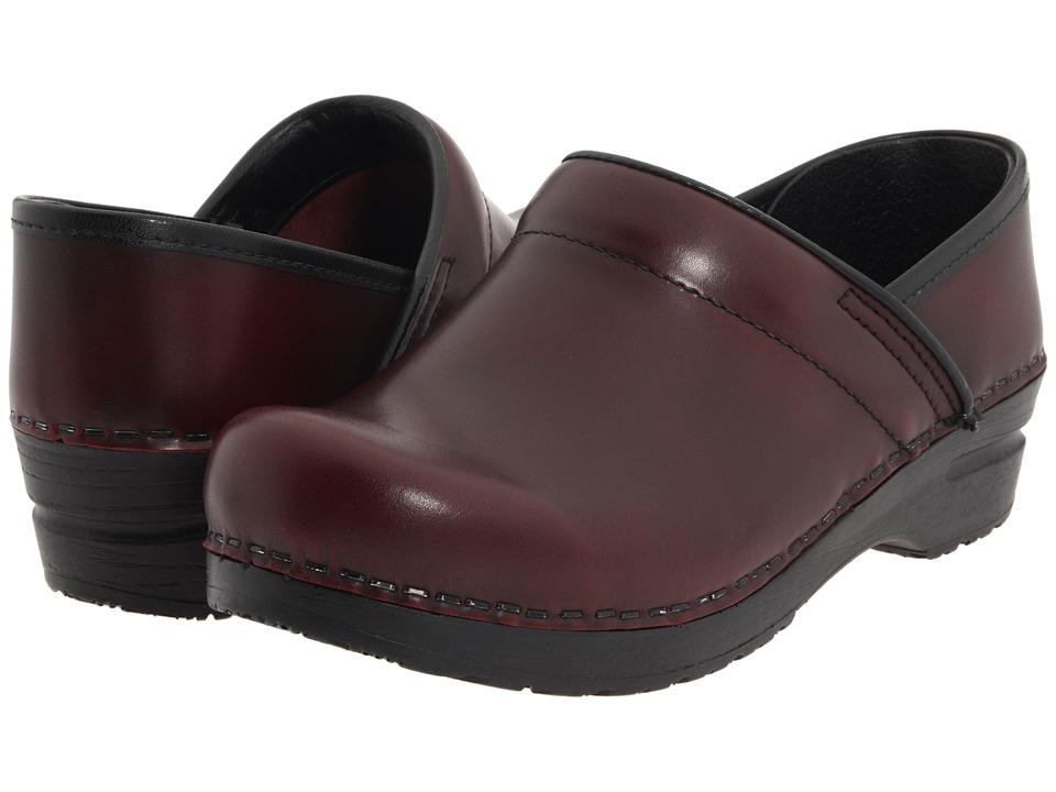 Sanita Professional Cabrio (Bordeaux Brush Off Leather) Clogs