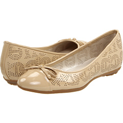 Comfortable Flats - Etienne Aigner Actor