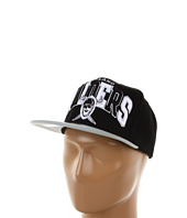 Mitchell & Ness - NFL® Throwbacks Arch w/Logo Tri-Pop Snapback - Oakland Raiders