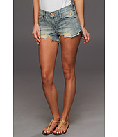 Levi's® Juniors - Dip Back Exposed Short