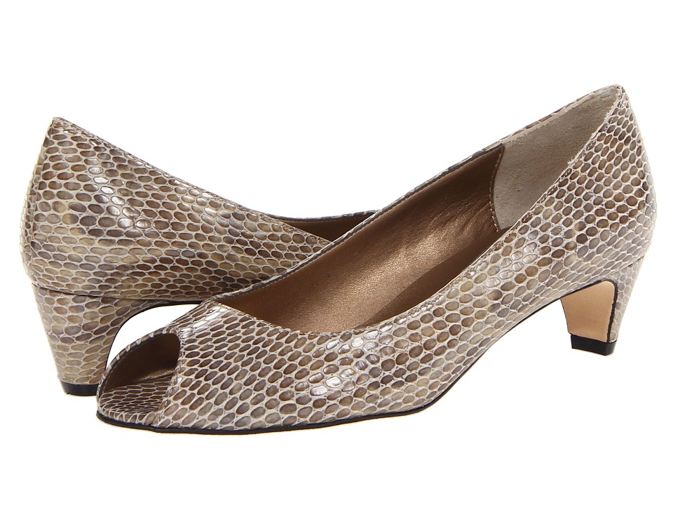 Vaneli Baxter Taupe Print Womens 1 2 inch heel Shoes