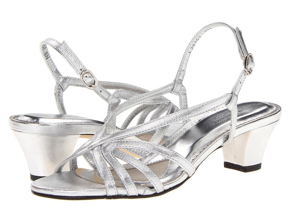 Rose Petals Leash Silver Sheep Womens Sandals