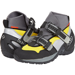 With bright fluorescent colours, bulky over-the-top neoprene cuffs, and buckles which look akin to shoes I might let my five year old wear, I was instantly