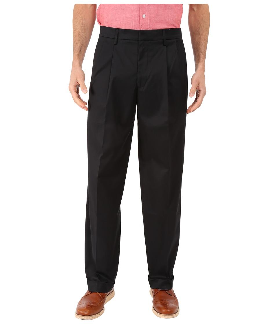 Dockers - Iron Free Khaki D3 Classic Fit Pleated (Black Metal) Mens Casual Pants