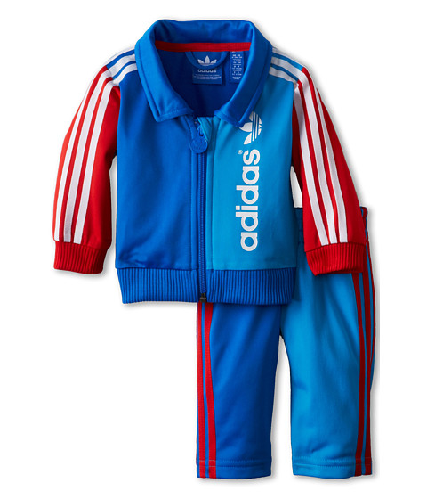 Buy the latest kids tracksuits from top brands like adidas, Nike, Converse, Puma, Under Armour and Kappa among many others. You'll find complete tracksuit sets featuring hooded tops, track pants, joggers, track tops etc.
