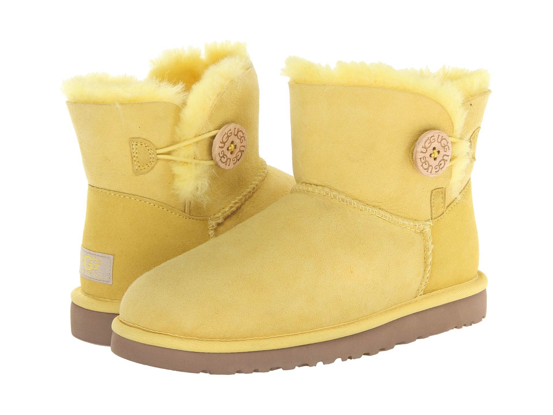 Explore the great range of women's shoes available at the official UGG online store. Choose from womens slippers, boots, loafers or moccasins. Shop here now!