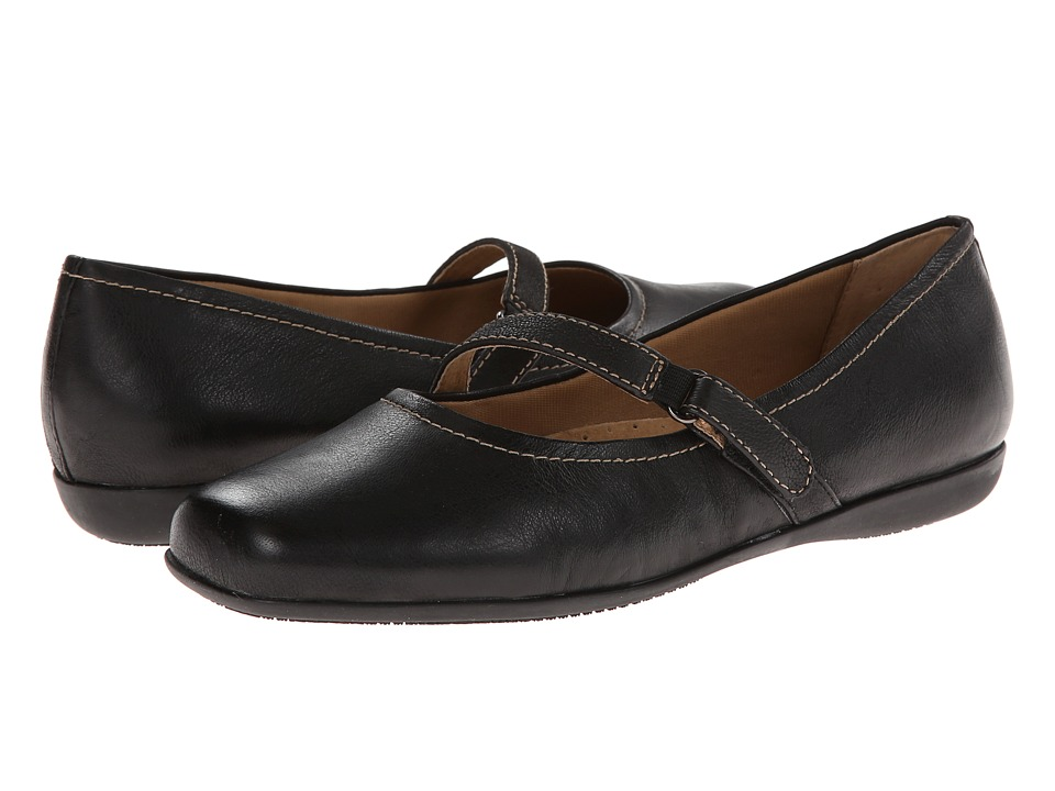 Trotters - Simmy (Black Veg Tumbled Leather) Women's Flat Shoes