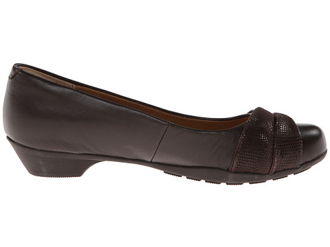 SoftSpots Shoes - SoftSpots Tan Leather Pumps