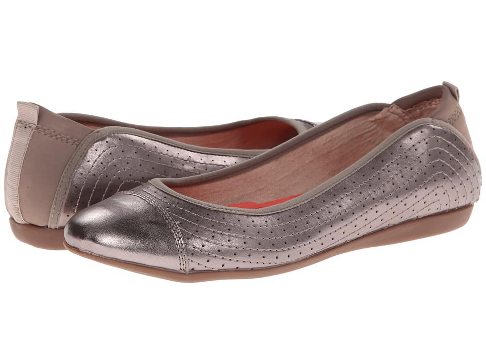 Adrienne Vittadini Mooner (Champagne Metallic) Women's Flat Shoes