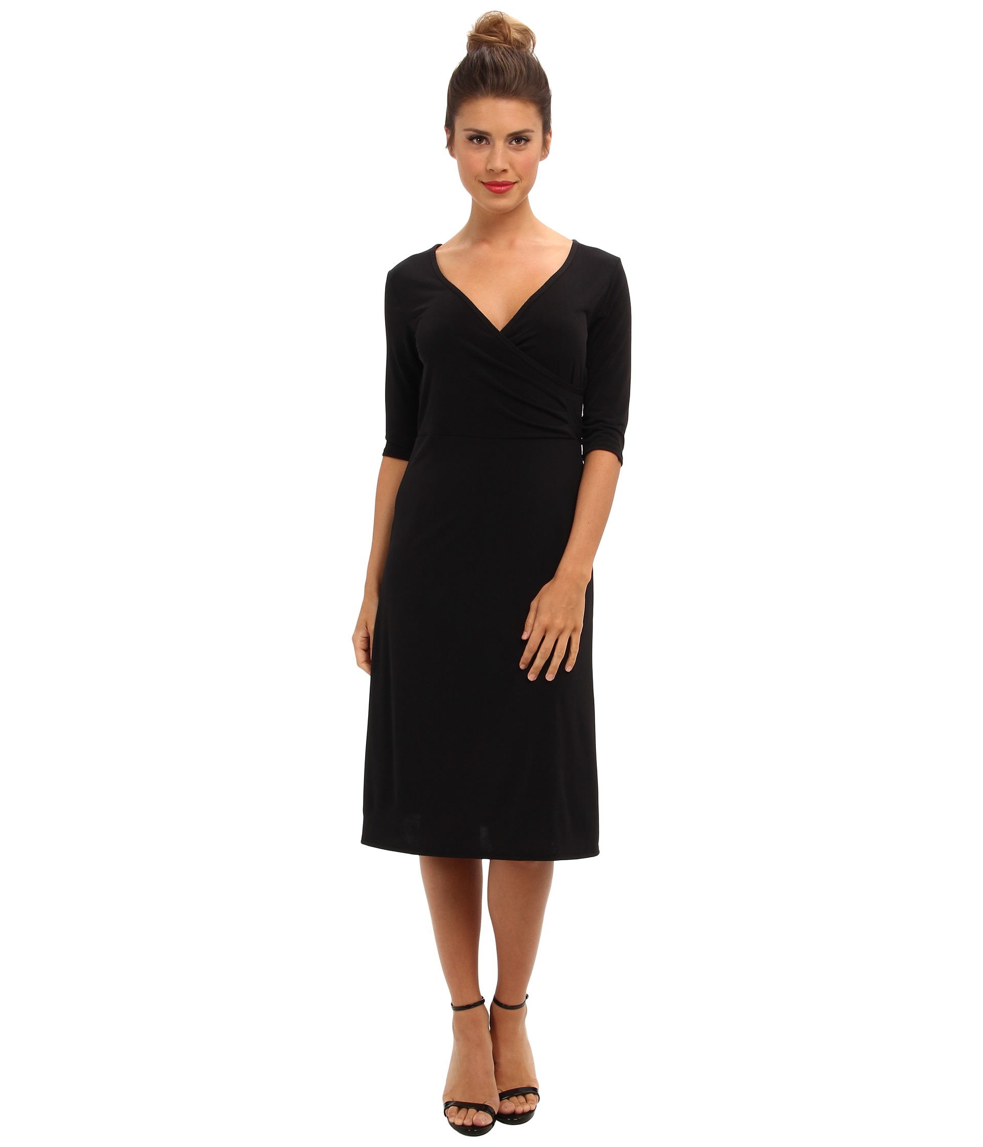 3/4 SLEEVE DRESSES FOR WOMEN. Take your standout style to the next level with ultra-fashionable 3/4-length sleeve dresses. Whether you want a little black dress ideal for date night, a flowing feminine gown that makes a luxe statement at formal affairs or a cute ruffled floral-print selection for a lunch date with friends, this collection provides numerous colors, styles and lengths to suit.