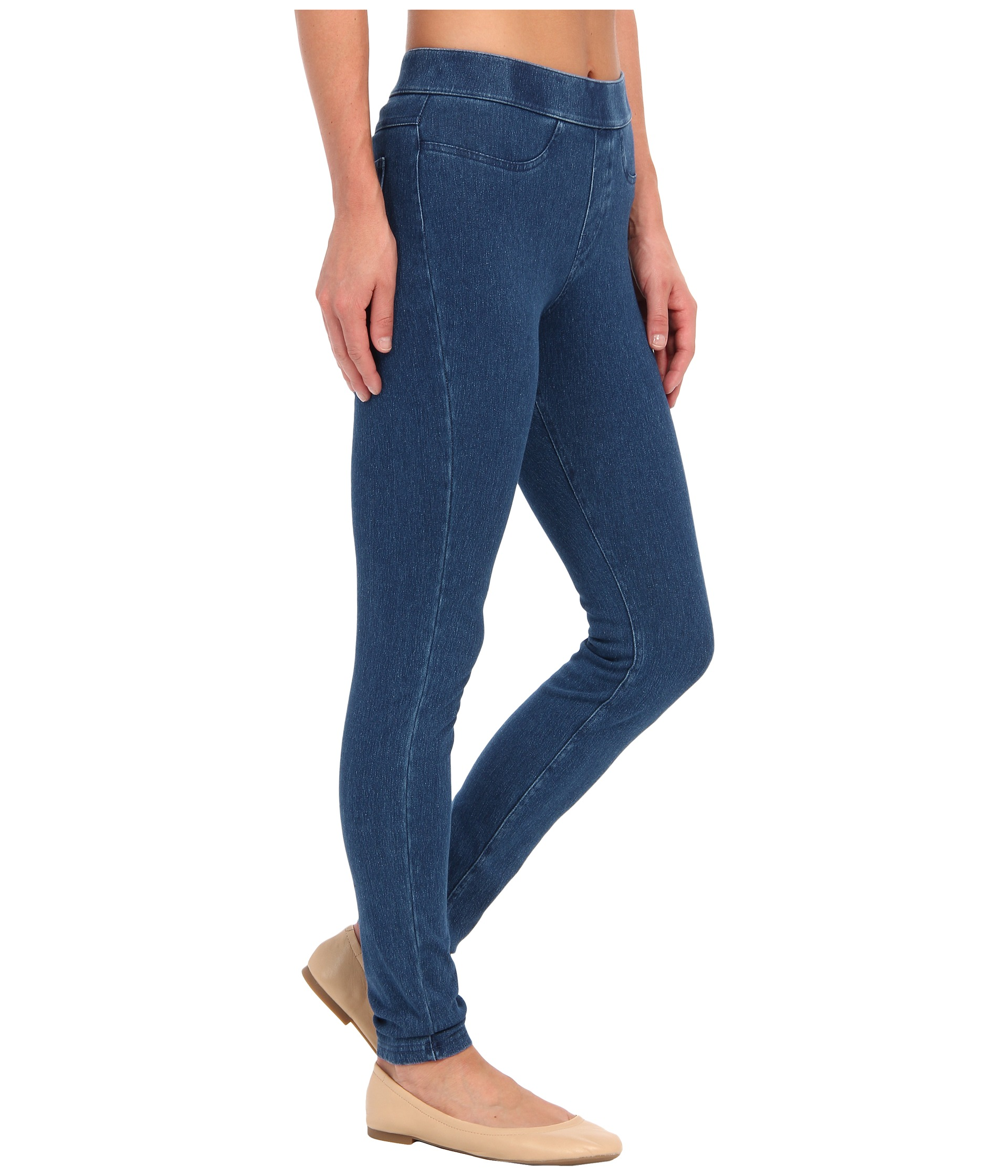 """The Riders by Lee Women's Curvy Fit Skinny Jean combines premium fabric and a fantastic fit to create the """"must-have"""" jean this season. The curvy fit sits slightly below the waist, perfectly fitting and flattering your curves/5(49)."""