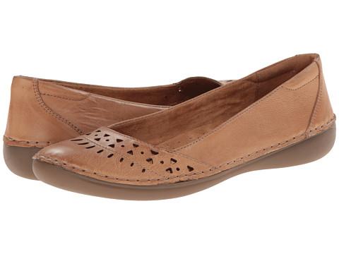 Naturalizer - Kyndell (Caravan Sand Leather) Women's Slip on  Shoes