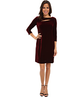 Donna Morgan - Stretch Velvet Three-Quarter Sleeve Shift w/ Asymmetrical Cut Out