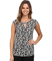 Vince Camuto - Cap Sleeve Graphic Keyhole Top w/ Hardware