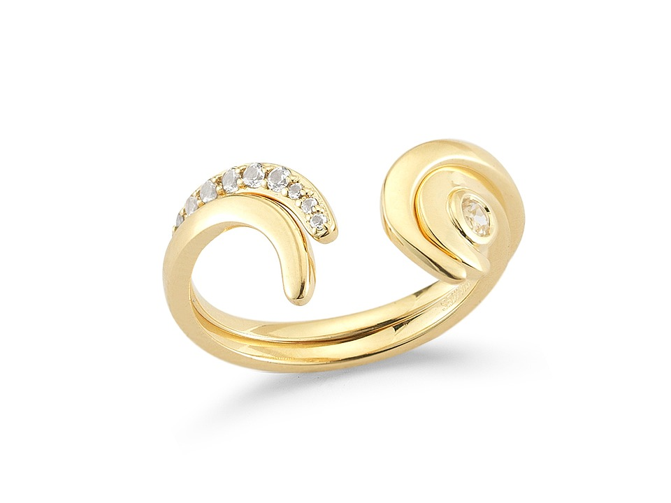 Elizabeth and James Aalto Ring Set Yellow Gold Ring
