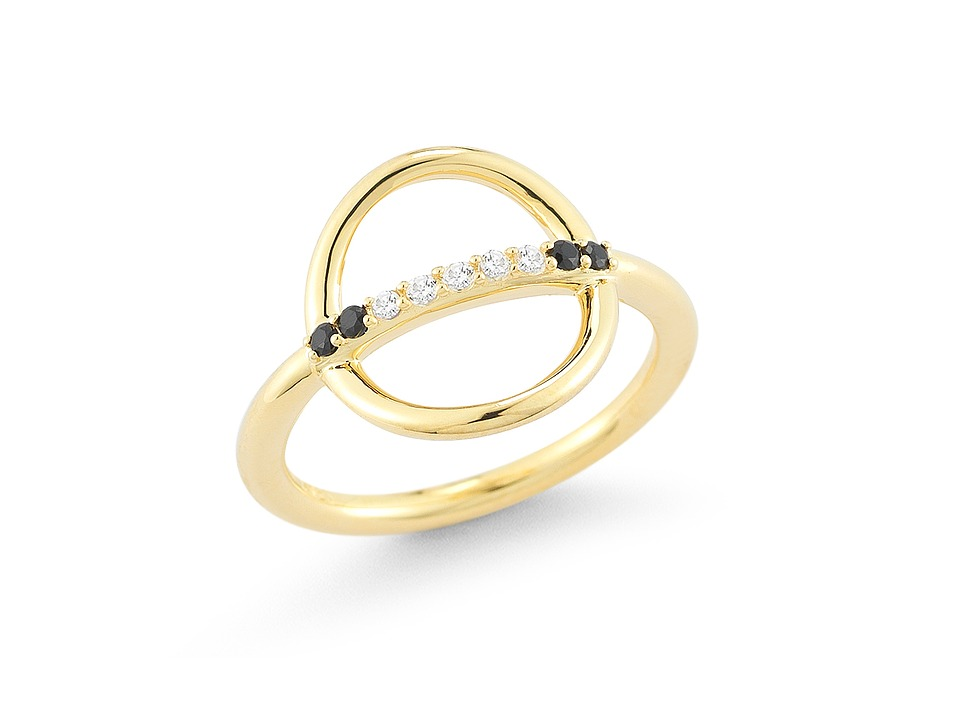 Elizabeth and James Aloba Ring Yellow Gold Ring