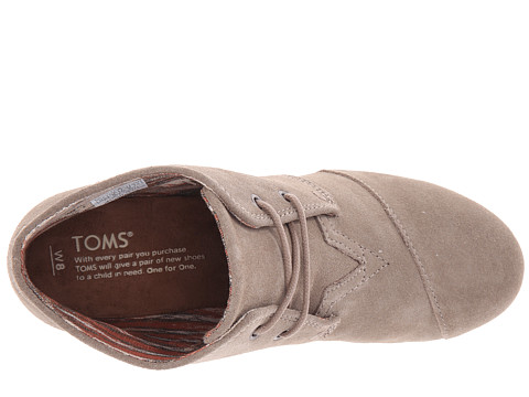 essay about toms shoes Toms shoes, short for tomorrow, is a sustainable shoe company established only a few years ago in 2006 with a mission of for every shoe sold, one will be donated to a child in need toms quickly became a growing movement, making consumers see the shoes as a socially conscious purchase.