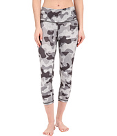 adidas - Performer Mid Rise 3/4 Tights w/ Camo Print