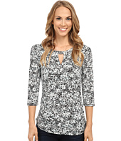 Vince Camuto - 3/4 Sleeve Petite Dabs Keyhole Top w/ Hardware