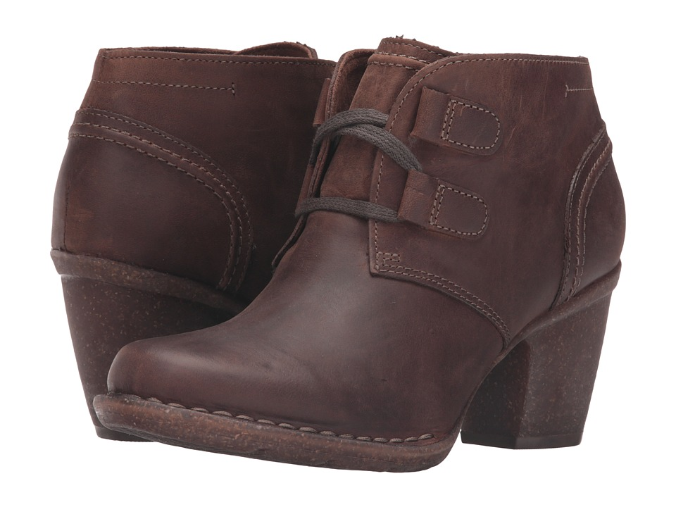 Clarks - Carleta Lyon (Brown Oiled Nubuck) Womens  Boots