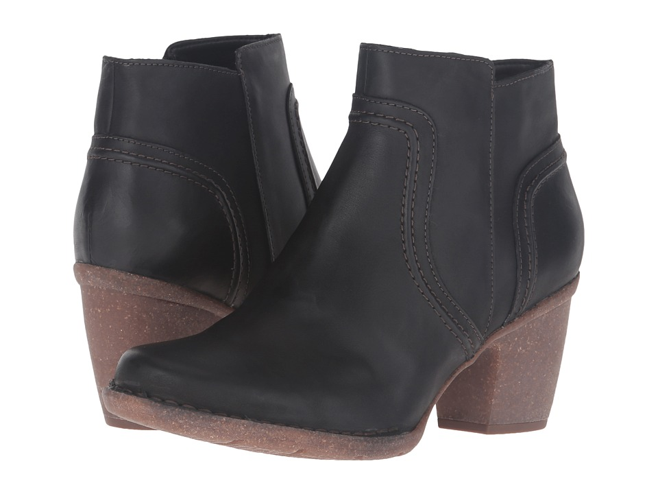 Clarks Carleta Paris (Black Leather) Women's  Boots