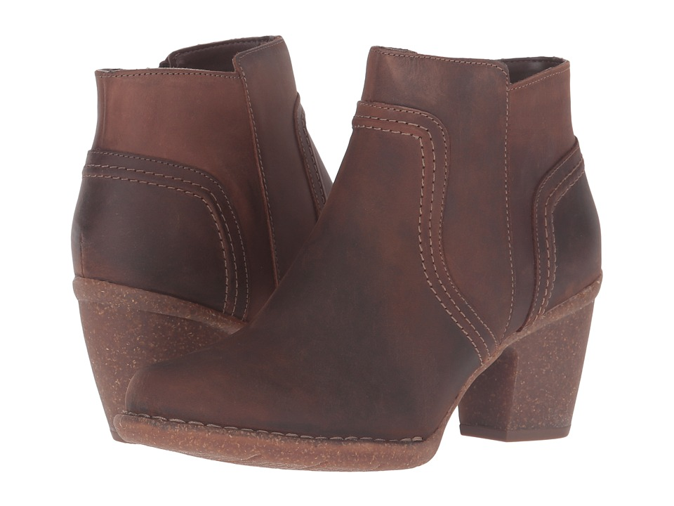 Clarks Carleta Paris (Brown Oiled Nubuck) Women's  Boots