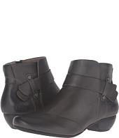 Taos Footwear - Model
