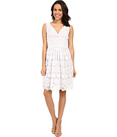 Adrianna Papell - Deep V-Neck Fit & Flare Medallion Lace Dress