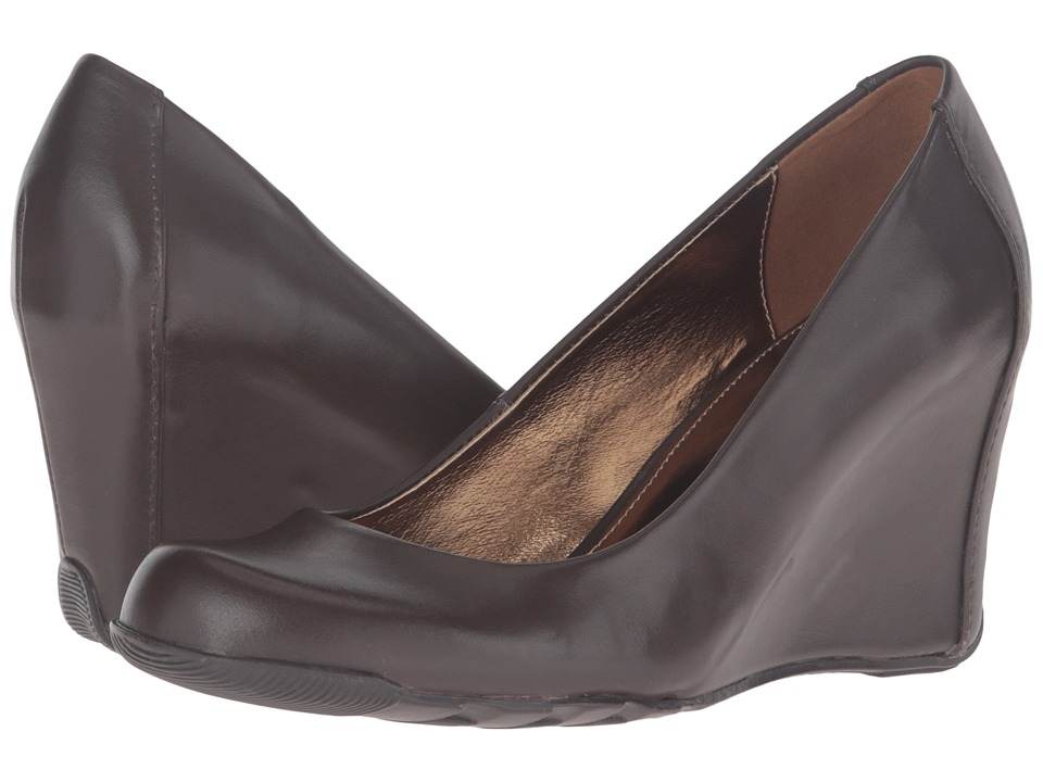 Kenneth Cole Reaction Did U Tell (Cocoa Leather) Women