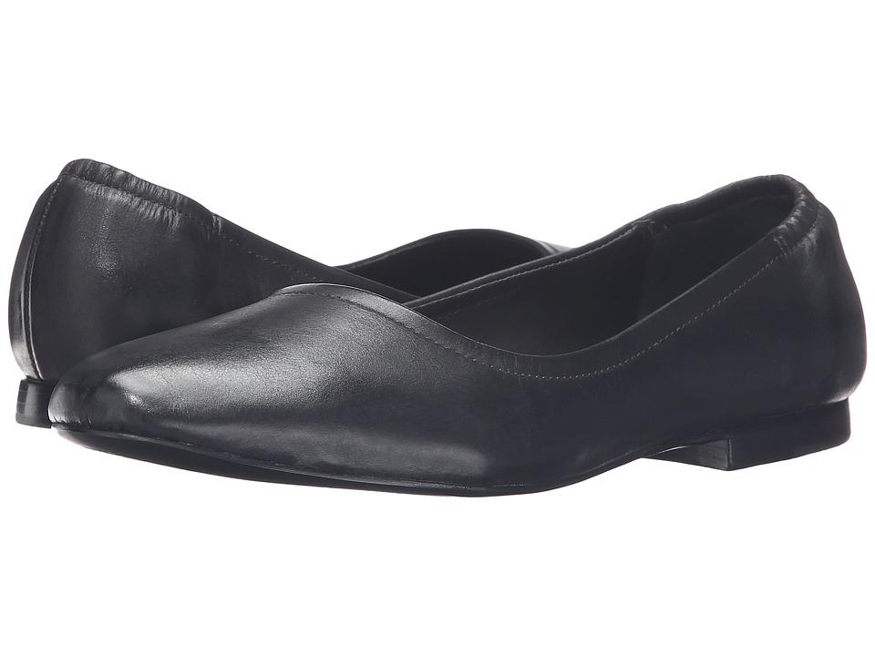 Bernardo Dina (Black Vintage Calf) Women