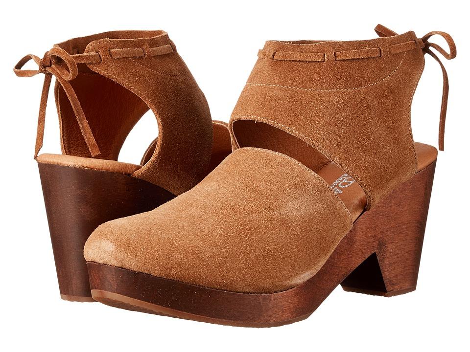 Cordani Farrow (Camel Suede) High Heels