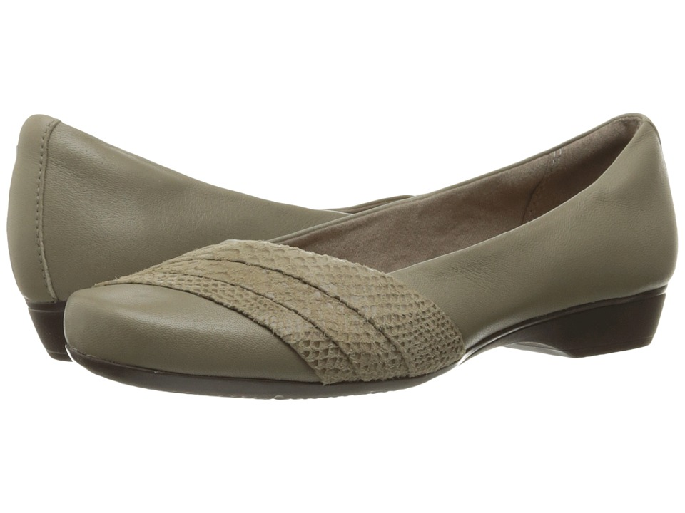 Clarks Blanche Cacee (Sage Leather) Women