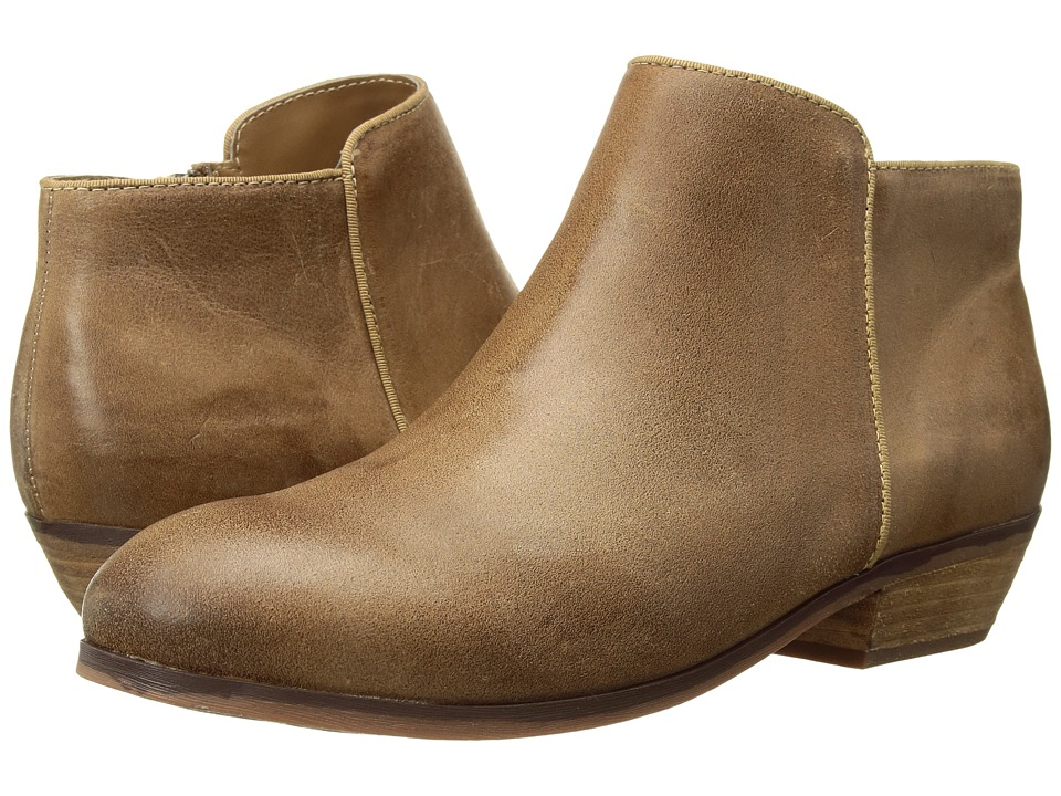 SoftWalk Rocklin (Sand Weathered) Women's Shoes