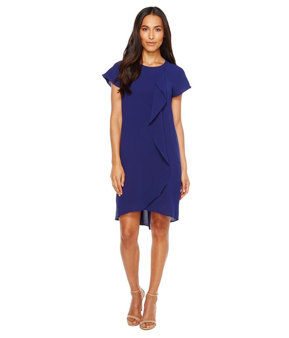 Adrianna Papell - Gauzy Crepe Corkscrew Drape Shift Dress with Short Sleeves