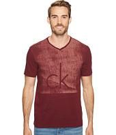 Calvin Klein Jeans - Fog Knockout Logo V-Neck T-Shirt