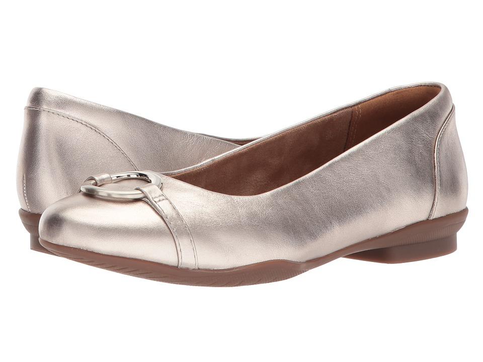 Clarks - Neenah Vine (Gold Metallic Leather) Womens Flat Shoes