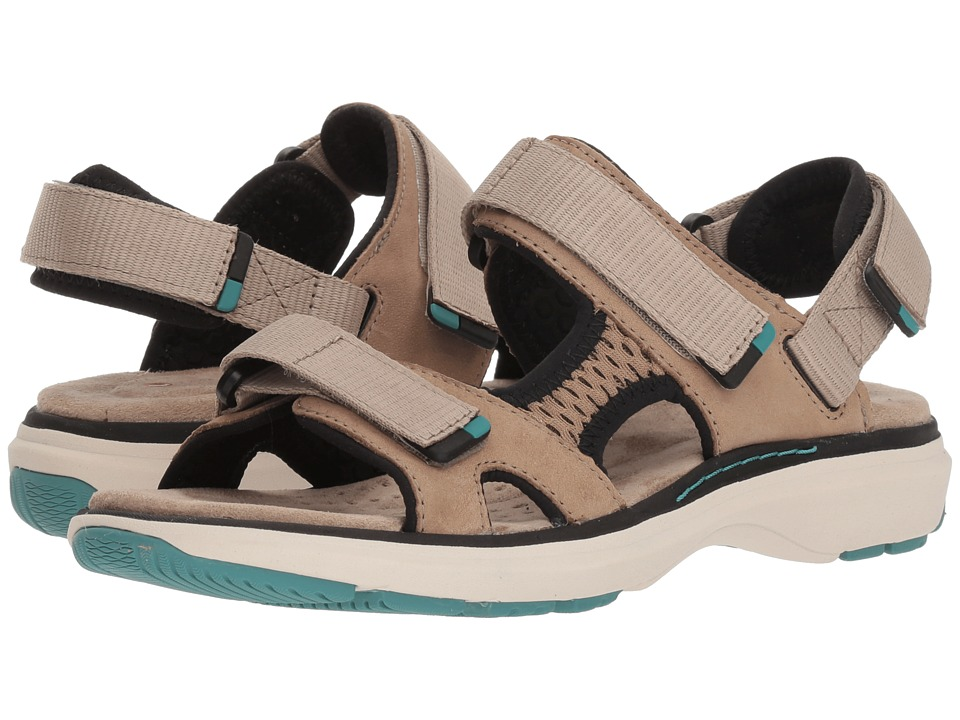 Clarks - Un Roam Step (Sand Nubuck) Womens Sandals