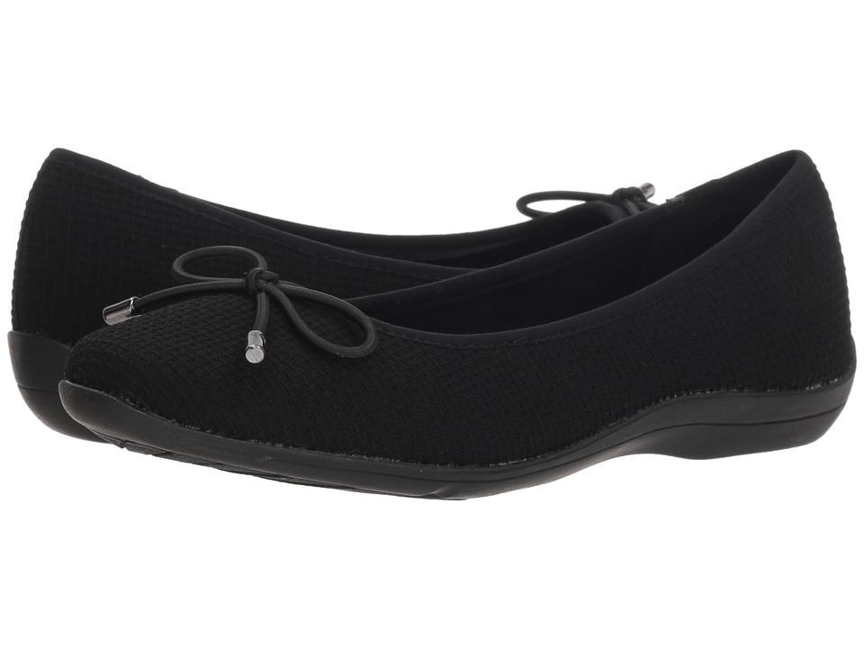 Soft Style Heartbreaker (Black Fabric) Flats