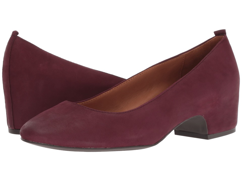 Gentle Souls by Kenneth Cole Priscille Pump (Plum)