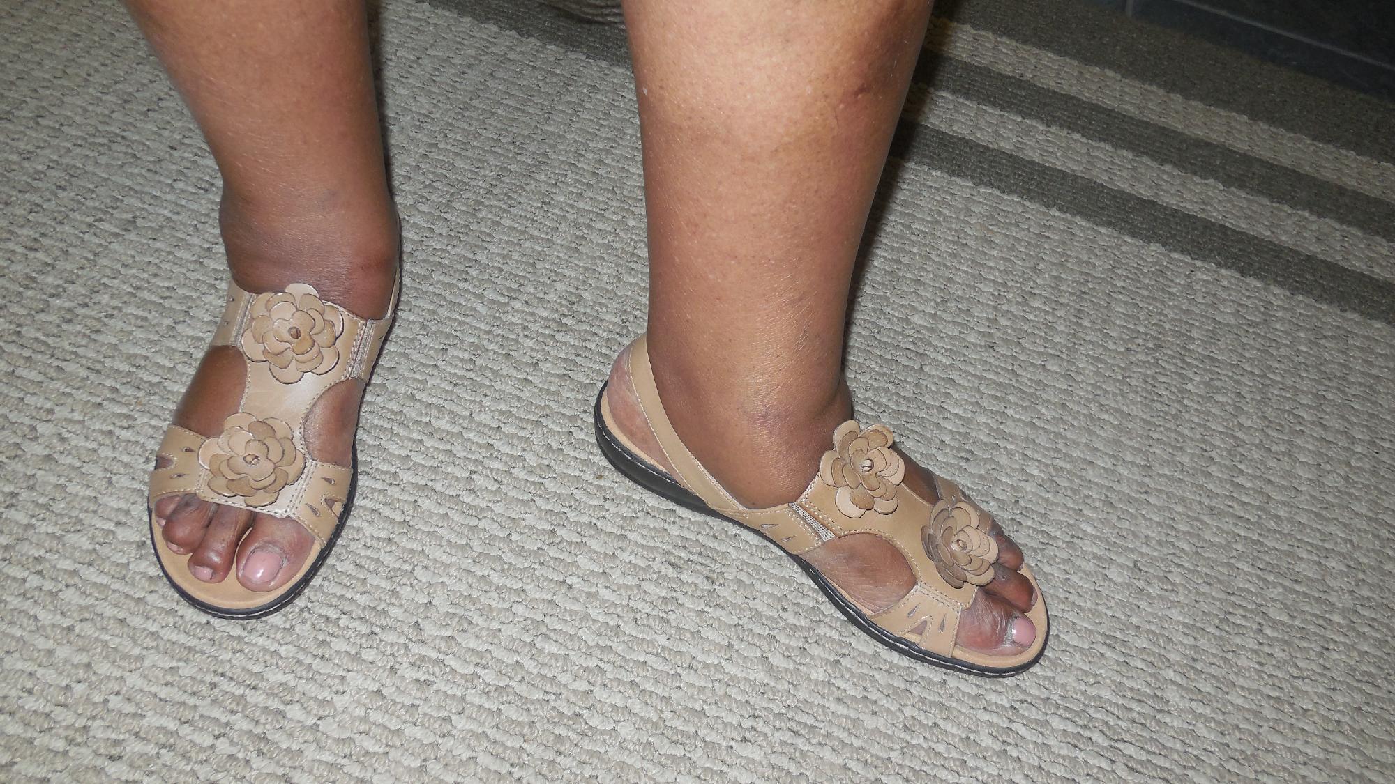 4feea3316e2 Clarks leisa claytin reviews jpg 2000x1125 Clark sandals discontinued
